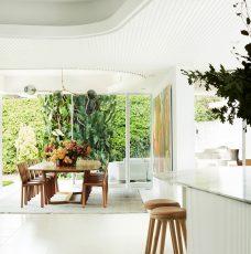 Oscar Niemeyer Inspired This Amazing House Renovation oscar niemeyer Oscar Niemeyer Inspired This Amazing House Renovation luigi rosselli homage to oscar 16 228x230