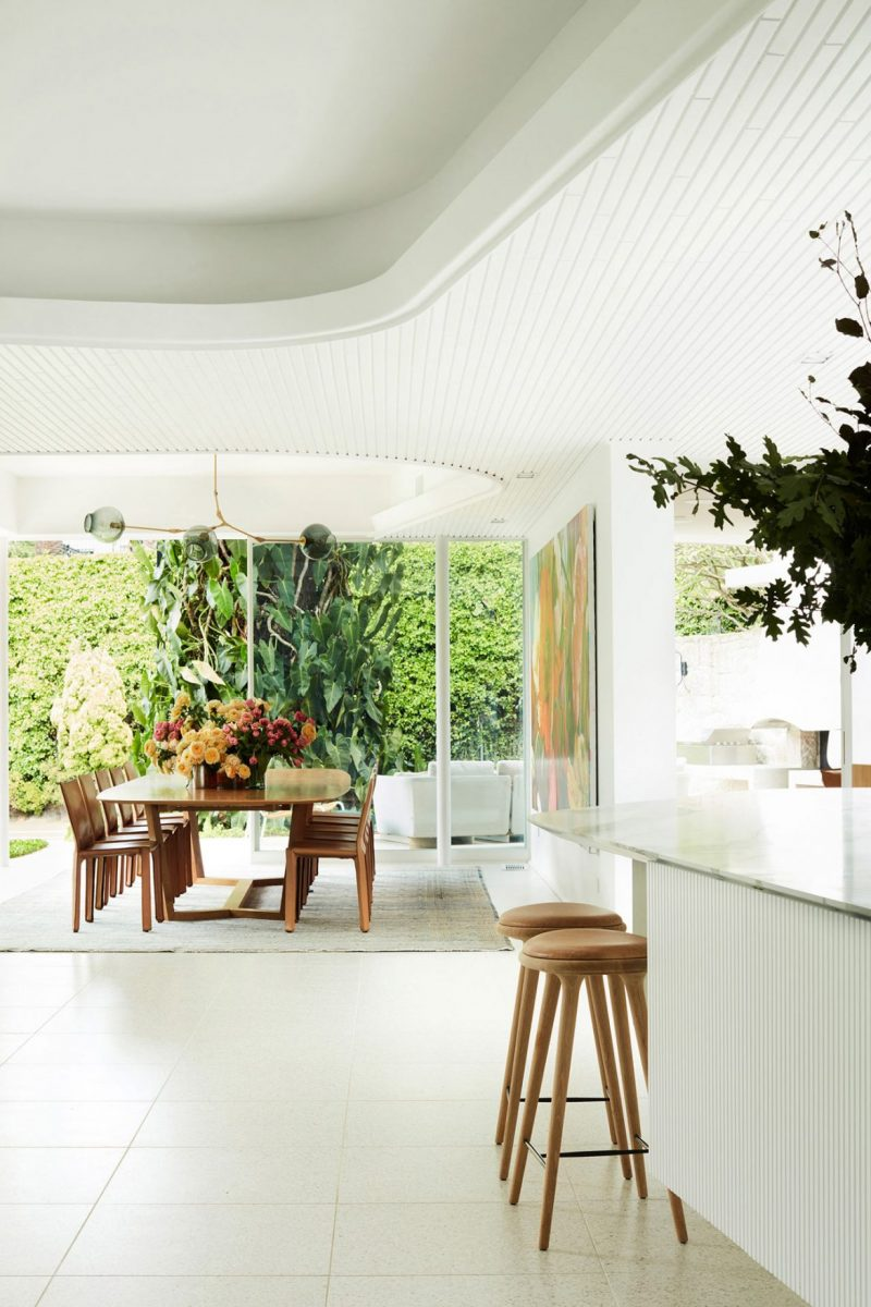 Oscar Niemeyer Inspired This Amazing House Renovation oscar niemeyer Oscar Niemeyer Inspired This Amazing House Renovation luigi rosselli homage to oscar 16 e1554305803512