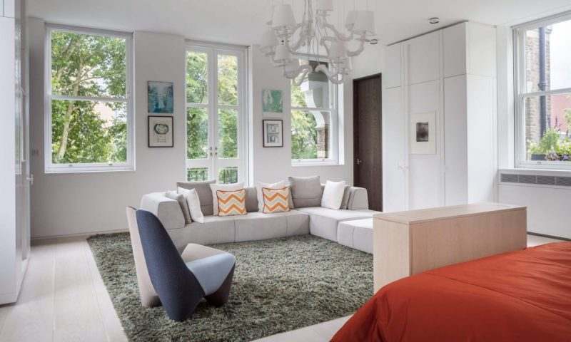 Gaze At This London Residence From Wilkinson Beven Design wilkinson beven design Gaze At This London Residence From Wilkinson Beven Design Wilkinson Beven London Residence Master Bedroom1 Landscape 2000x1200 e1559740442293