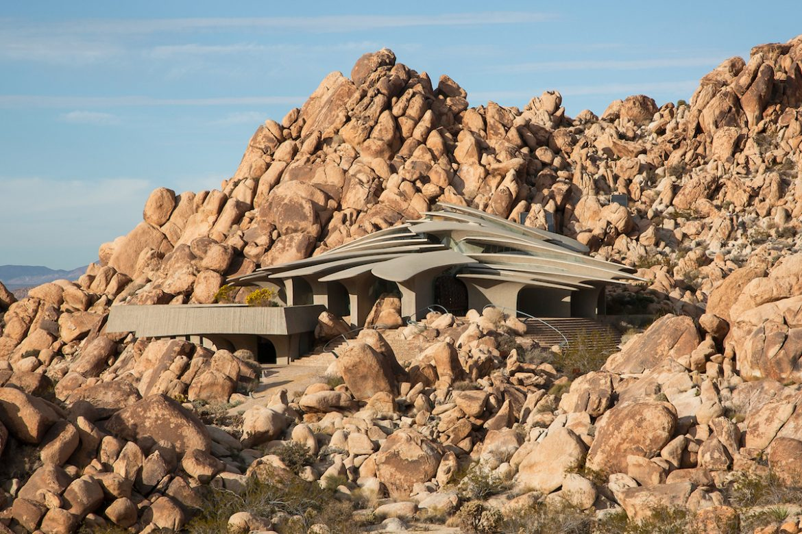 Home Tour: Organic Architecture In Joshua Tree organic architecture Home Tour: Organic Architecture In Joshua Tree home tour organic architecture joshua tree 1
