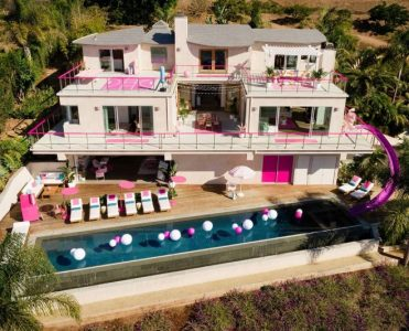 Step Inside The Real Barbie's Malibu Dreamhouse barbie's malibu dreamhouse Step Inside The Real Barbie's Malibu Dreamhouse step inside real barbies malibu dreamhouse 1 371x300