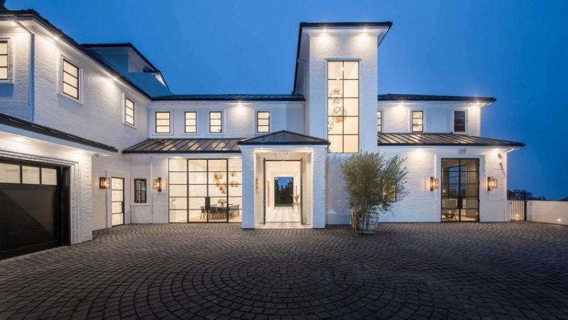 lebron james LeBron James Drops $23 Million On Los Angeles Mansion! LeBron James Drops 23 Million On Los Angeles Mansion e1602687217965