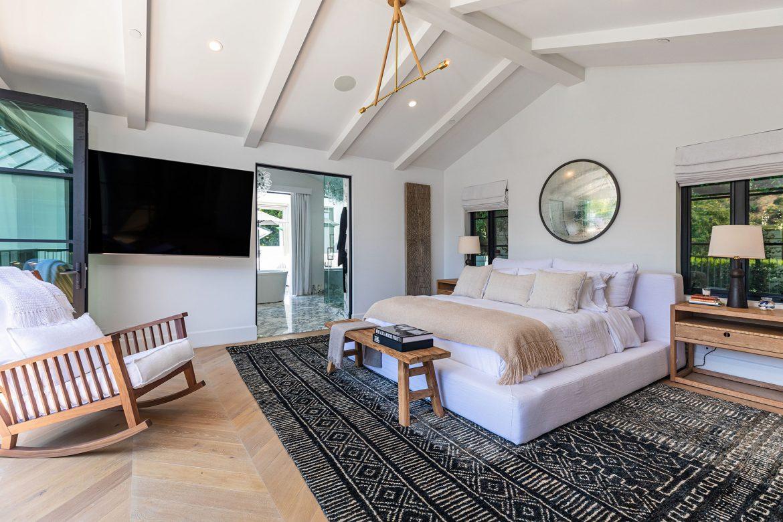 Rihanna buys Luxury Beverly Hills Mansion rihanna buys luxury beverly hills mansion Rihanna buys Luxury Beverly Hills Mansion rihanna new home 30